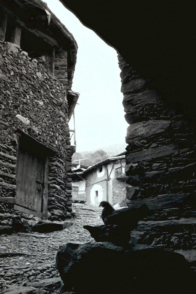 Fachada de la Casa Rural Azabal en 1974 enRobledillo de Gata